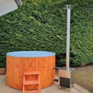 Kék szigetelt dézsafürdő (2m), cherry (cseresznye) faburkolattal, kályhával, tetővel, lépcsővel stb.