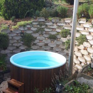 Kék szigetelt (2m) dézsafürdő, dió (barna) faburkolattal, kályhával, tetővel, lépcsővel stb.