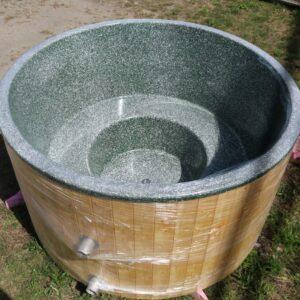 Zöld (RAL 6035 csillámos) szigetelt (2m) dézsafürdő, natúr olaj faburkolattal, kályhával, tetővel, lépcsővel stb.