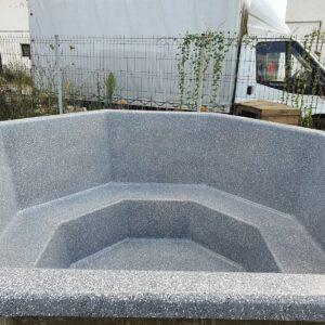 Gránit szürke (2.4m, csillámos) szigetelt (oktogon) dézsafürdő, natúr olaj faburkolattal, kályhával, lépcsővel stb.